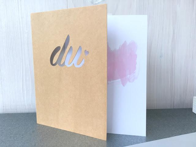 """TADAA – die erste Grußkarte aus meiner neuen Kollektion ist da ♥︎. Die Liebeskarte """"DU"""". Schaut doch mal rein."""